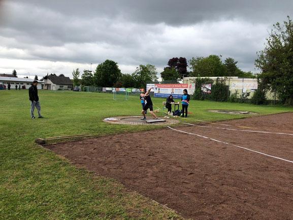 Bastian Küver donnerte die Stahlkugel auf hervorragende 14,01 m!