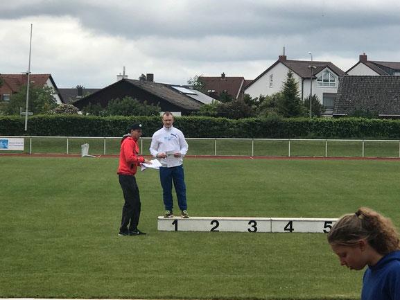 Siegerehrung! Bastian Küver kam erneut über 14 m und somit auf dem Sprung zu den begehrten 15 m!