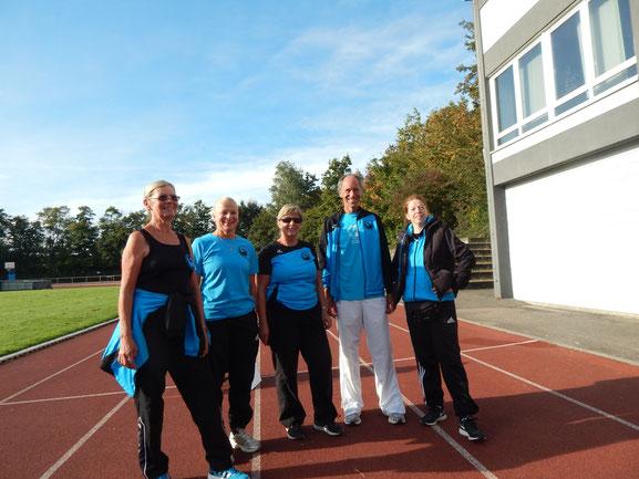 Sigrid Fuchs, Diana Klein, Gertrud Böhm, Reinhard Rhaue und Anette Borutta vor den Wettkämpfen am 1. Tag.