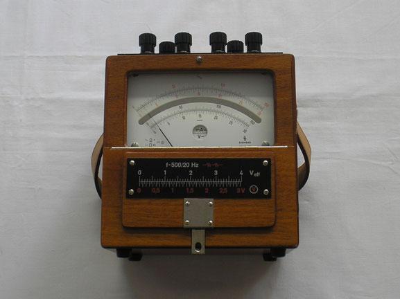 Multimeter für Gleich und Wechselstrom. Wurde auch für die Reichspost, spähter für die Post gefertigt.