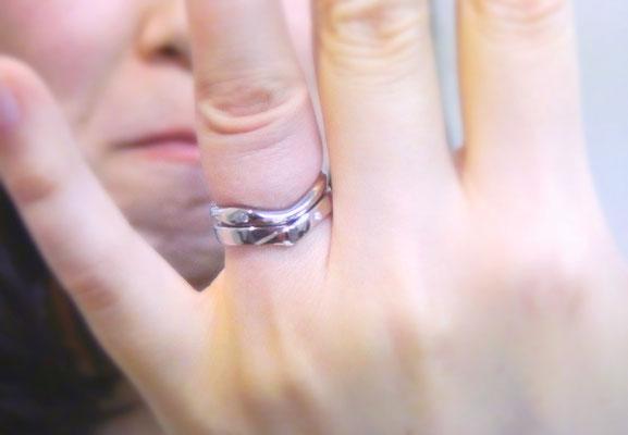 手作り婚約指輪と結婚指輪の重ね付け