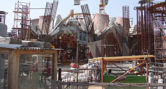 Саграда Фамилия (Барселона) - из какого материала строится?