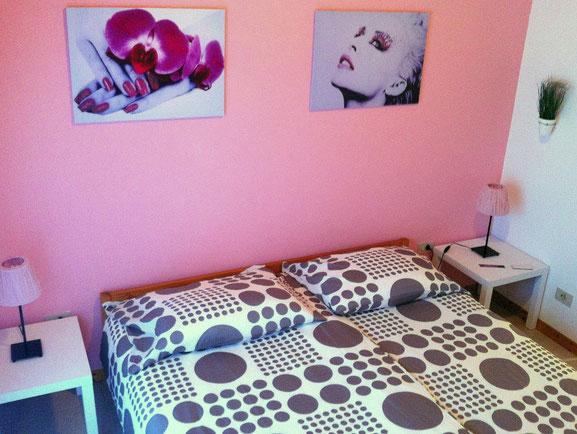 Green apt. - bedroom kingsize bed