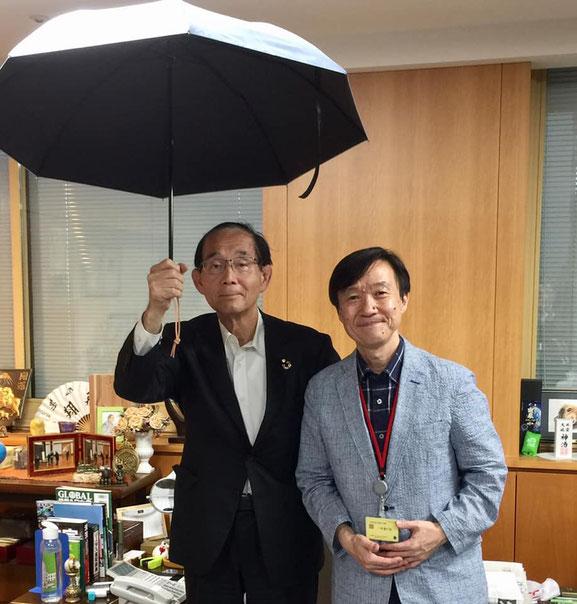 (左)原田義昭さん( 第26代環境大臣)(右)宮武和広※環境省大臣室にて