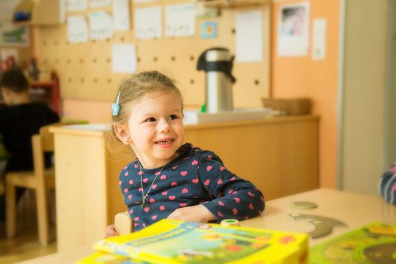 mädchen-im-vinco-heilpädagogischer-kindergarten-frohes-kind