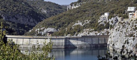 le barrage de Sainte Croix     l'hydraulique représente une part importante des énergies renouvelables