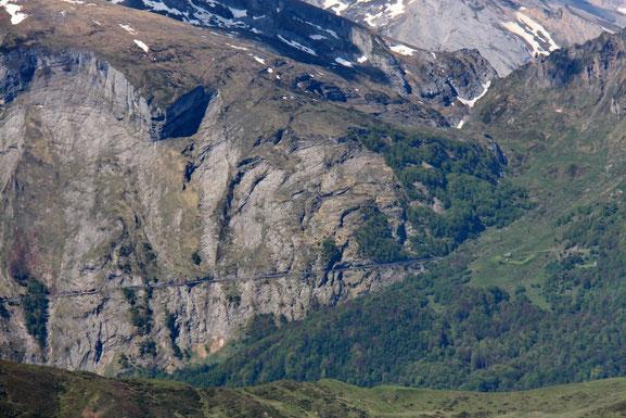 La route qui monte au Col de l'Aubisque.