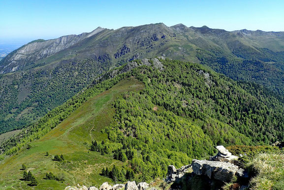 Pas très loin et un peu moins haut, le Pic de Navaillo (1666m).