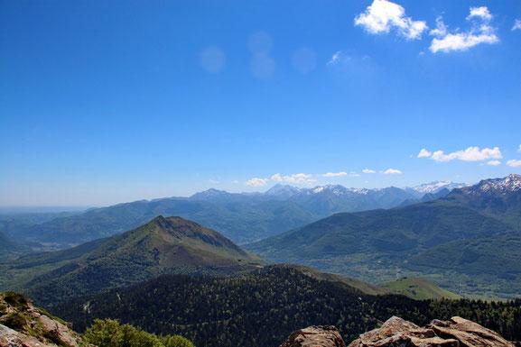 A gauche, le Val du Bergons. A droite le Val d'Azun.
