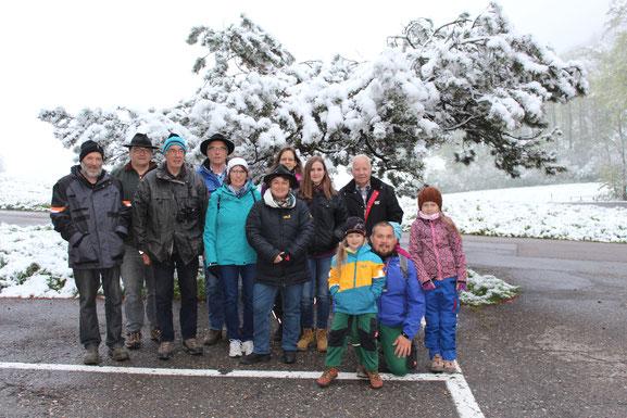 Frühjahrsexkursion am 5. Mai 2019. Gruppenbild bei suboptimalem Wetter.