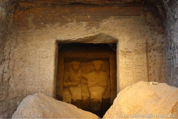 Statues découvertes à Gebel Silsieh