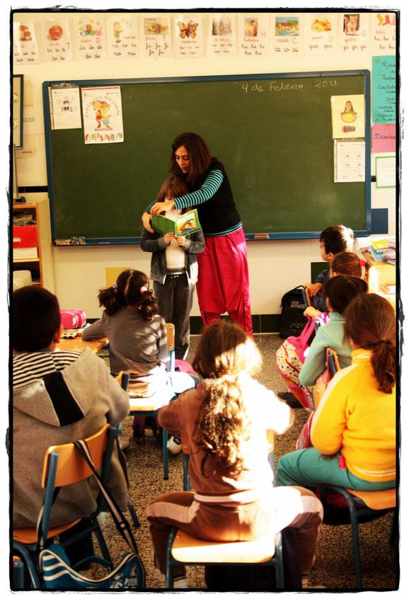 Lectura de un cuento compartida con el aula para salvar los libros de Librikistán.