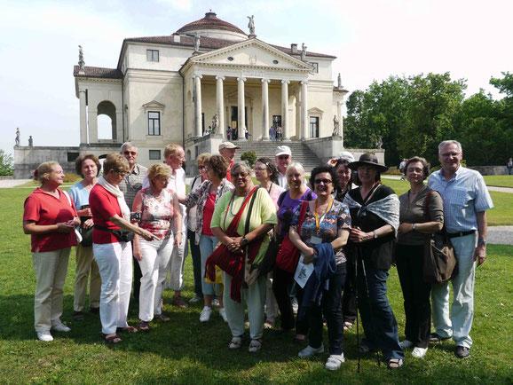 TKK-Reisegruppe vor Palladios Villa La Rotonda