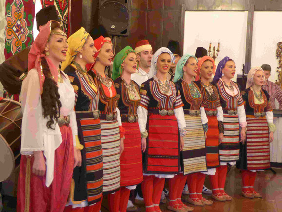 Serbische Folkloregruppe in Belgrad