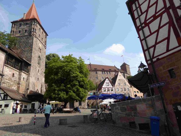 Blick auf die Stadtmauer und die Kaiserburg