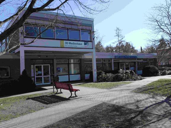 Hier findet die LIT-Lesung diesmal statt: Stadtbibliothek Marienfelde   Foto: Weil