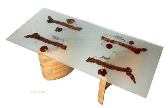 Exklusiver Designertisch aus Glas mit Rebholzeinlage und massiven Eichefüssen, beispielloser Design Esstisch mit Naturholz, Neuheit im Möbeldesign, Möbel Prototyp