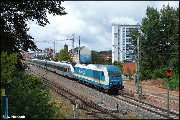 Am 2. August 2021 führt der Weg von 223 071-2 nach Chemnitz. Sie überführte 1440 206 und 1440 211