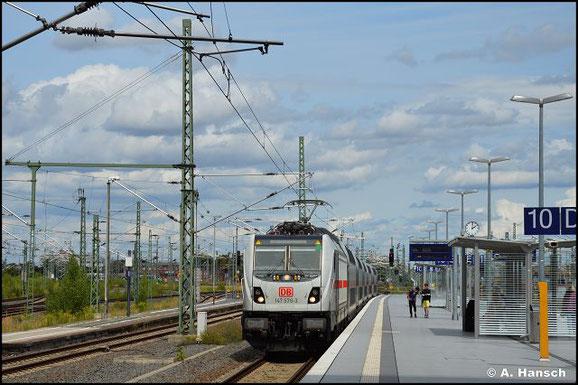 147 576-3 fährt mit ihrem IC am 7. August 2021 in Leipzig Hbf. ein