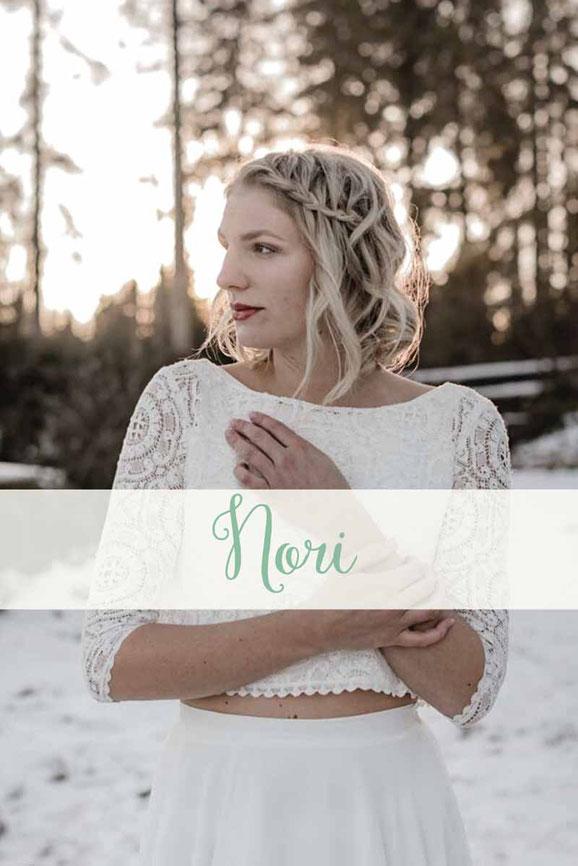 Zweiteiler: Spitzentop ~ Nori ~ und Chiffonrock ~ Julina ~ Die neue elementar Brautkollektion NO FAIRY TALE besticht durch natürliche Lässigkeit und nachhaltige Materialien.