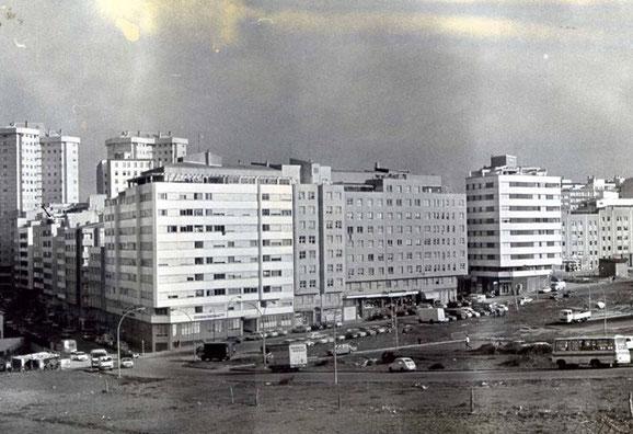 PARTE BAJA DE MONASTEIRO DE CAAVEIRO Y PISTAS DE EL VENTORRILLO A PRINCIPIOS DE LOS AÑOS 80 ANTES DE CONSTRUIR TODA ESA ZONA.
