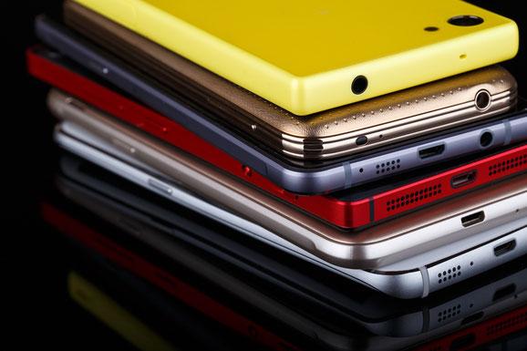 Alte Handys müssen fachgerecht entsorgt werden.