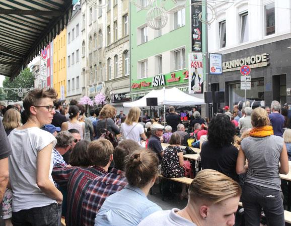 Ansprache während der Gedenkfeier zum Nagelbombenattentat in der Keupstraße vor 15 Jahren. Foto: Eva Rusch
