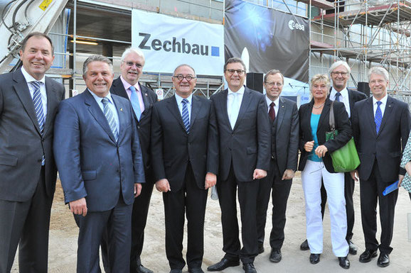 Vlnr: J.Baron (Regierungspräsident Südhessen), K.-P. Willsch (MdB, Vorsitzender PGLR), J.-U. Hahn (Stellv. Ministerpräsident Hessen), J.-J. Dordain (ESA-DG), H.J. Otto (PSts BMWi), J. Wörner (VV DLR), D. Wagner (MdB), J. Partsch (OB Darmstadt), T. Reiter