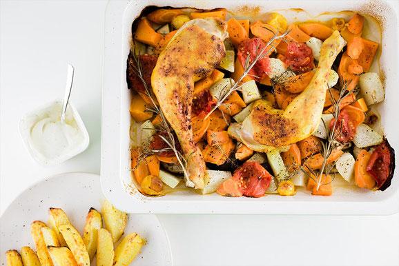 Hähnchen mit Ofengemüse aus dem Dampfgarer.