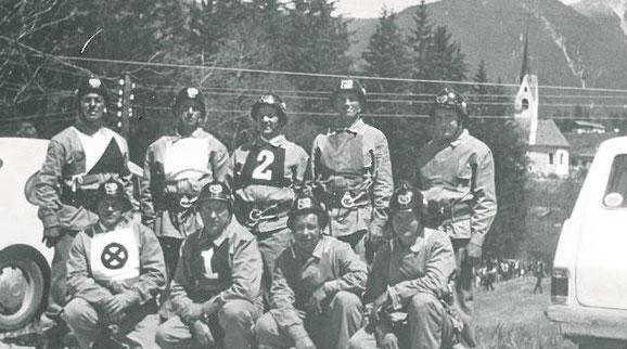 Die Wettkampfgruppe bei einem Bewerb in Welsberg 1973