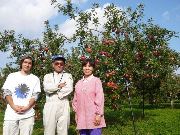 左:五代目 泰裕 中央:四代目 初男 右:四代目妻 しのぶ
