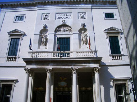 リゴレットの初演が行われたヴェネチア・フェニーチェ劇場 写真提供:野村和寿氏