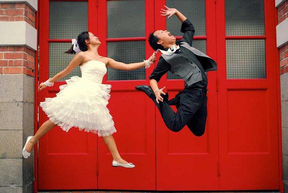 прыгающие люди в фотографии-29