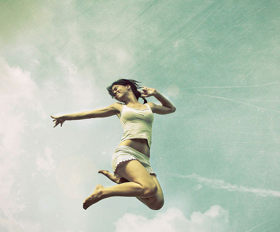 прыгающие люди в фотографии-30