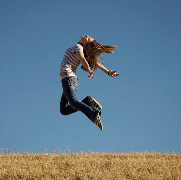 прыгающие люди в фотографии-27