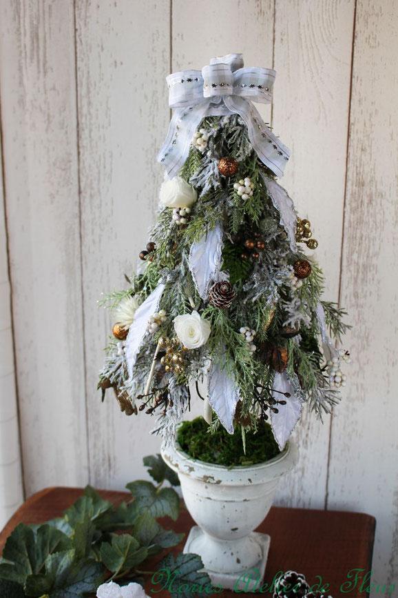 アート・プリザーブドフラワークラス 2019年11月「HollyNight スノーホワイトのクリスマスツリー」レンジメント」