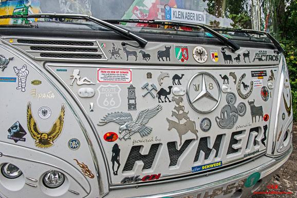 Hymer Wohnmobil mit Aufkleber bestückt. Reiseziel Frankreich; Spanien; Marokko; dDutschland
