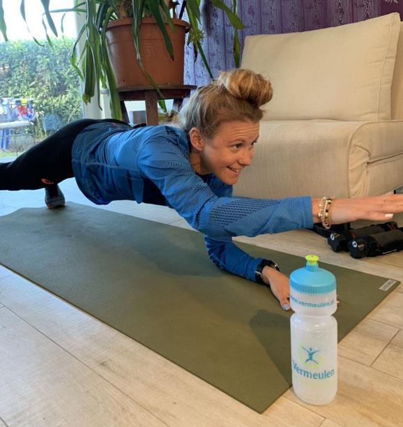 Julia Mayer Vincent Vermeulen therapy training wien ölv Dsg wien Läuferin Asics frontrunnter corona homeworkout
