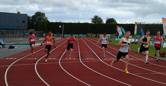 Daniel Finley (lane 5) finishes 5th in the 100m in Tullamore
