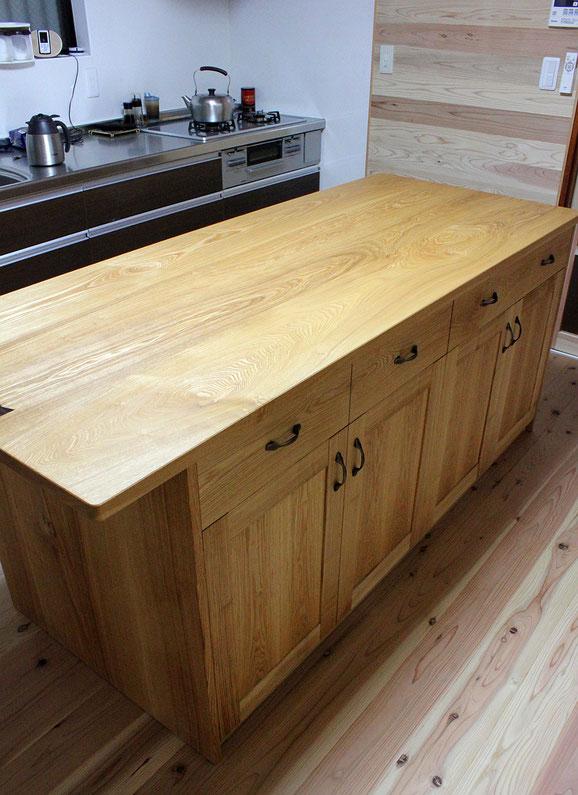 アイランド型キッチン収納テーブル(相模原市・I様邸)