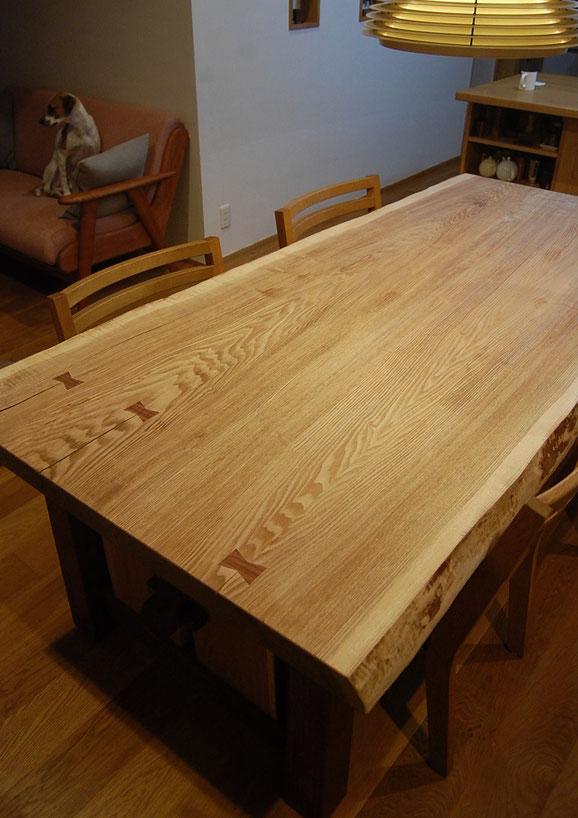 一枚板テーブルの脚