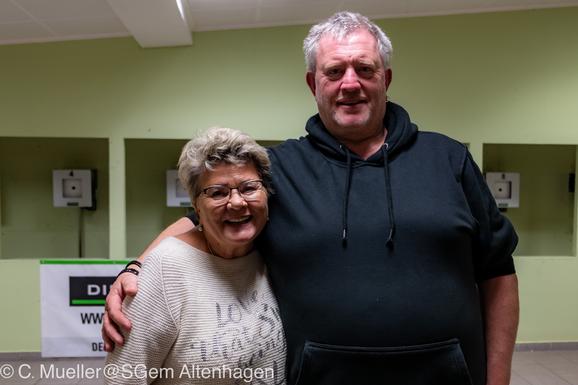 Foto: Heinemann Gahlau - Sieger des Skat- und Knobelturniers im November 2019 Jutta Thees und Heinz Bortels