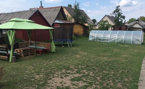 Garten im Sommer 2018 (Pavillon ist eine Spende)