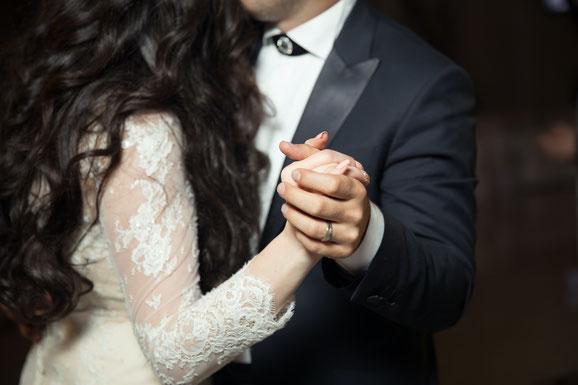 Tanzendes Brautpaar Hochzeit DJ München