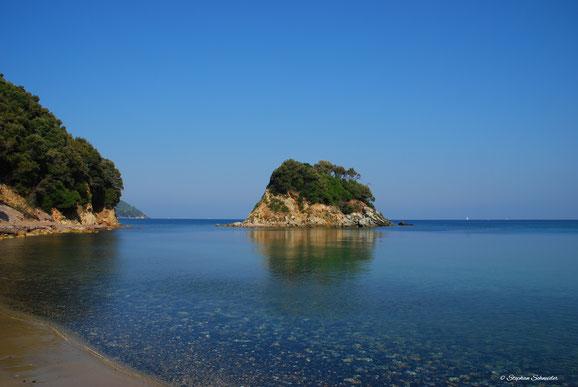Insel und Strand Paolina westlich von Procchio