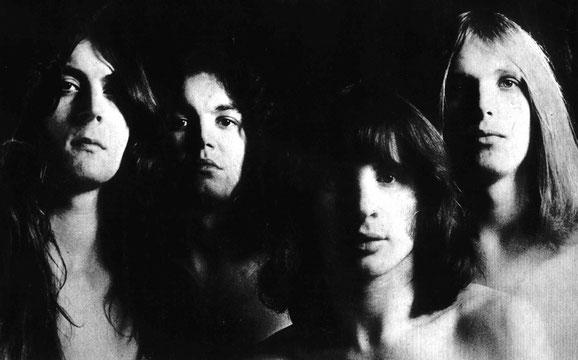 Mit dem Einstieg des deutschen Ausnahmegitarristen Michael Schenker schlug die Londoner Band auch stilistisch eine neue, kompaktere Richtung ein, was sie in den USA zu einer echten Hardrock-Attraktion machen sollte.