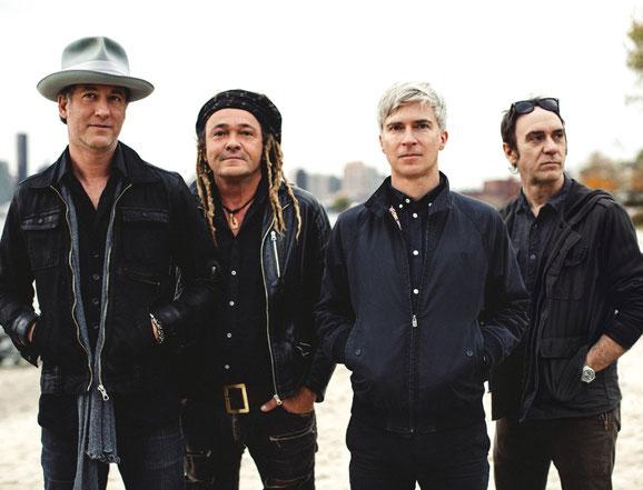 """Die New Yorker Alternative-Rockband Nada Surf kommt nach Rust bei Freiburg, wo im November der """"Europapark"""" für zwei Tage zum """"Rolling Stone Park"""" wird. Foto: Bernie De Chant"""