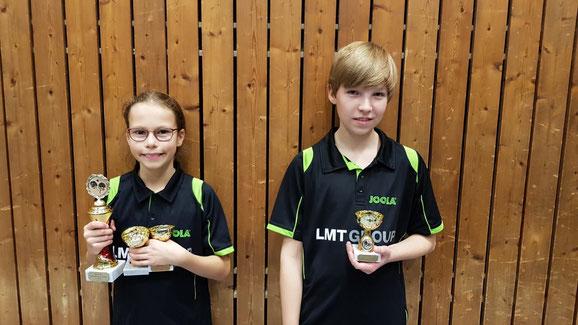 Die Schwarzenbeker Nachwuchshoffnungen Joleen Frink und Bendix Ebel gewannen bei den Bezirksmeisterschaften in Bad Schwartau gemeinsam die Silbermedaille im Mixed-Wettbewerb der Schülerinnen und Schüler A.