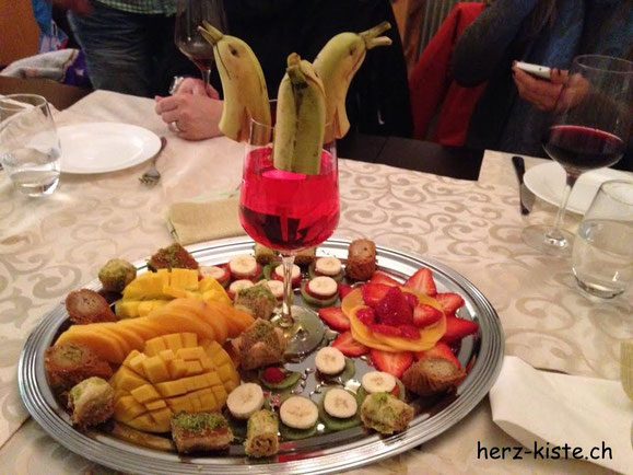 Fruchtplatte Bananen Tischdekoration Bananendelfin