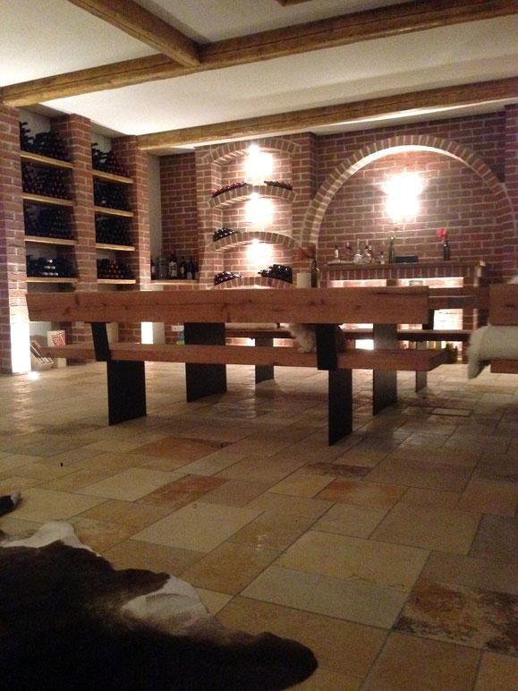 Geölter Eichenholztisch mit Eisenunterbau